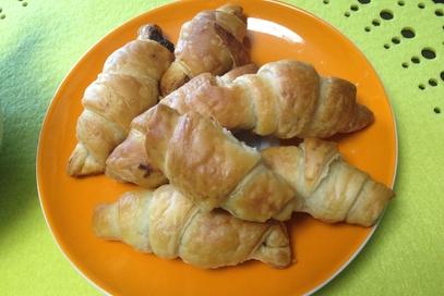 Croissant di pasta sfoglia con crema al cioccolato