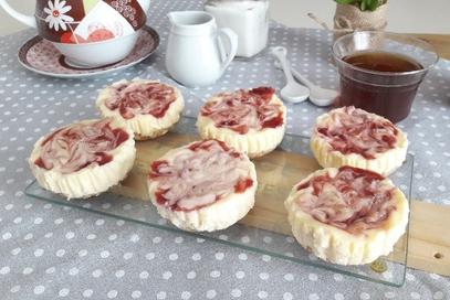 Mini cheesecakes variegate alla fragola