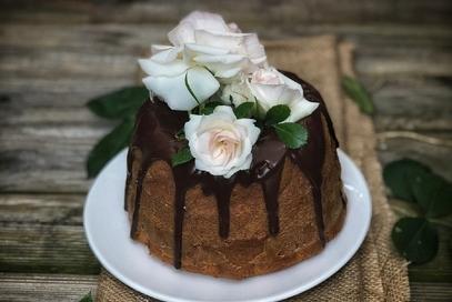 Bundt cake glassato al cioccolato fondente