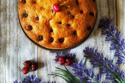 Torta semplice alle ciliegie