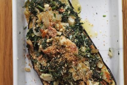 Melanzane ripiene con baccalá e ciuffi di carota