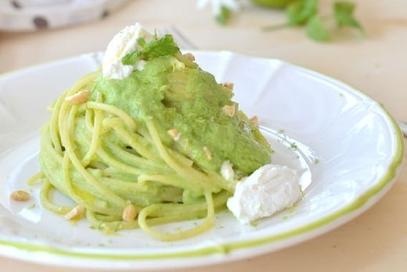 Spaghetti con crema di zucchine, ricotta e menta
