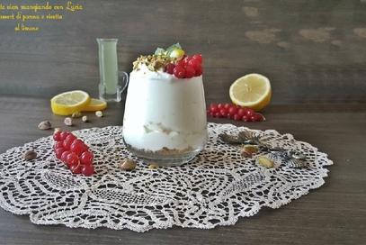 Dessert di panna e ricotta al limone