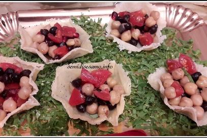 Cestini di parmigiano con insalatina di ceci