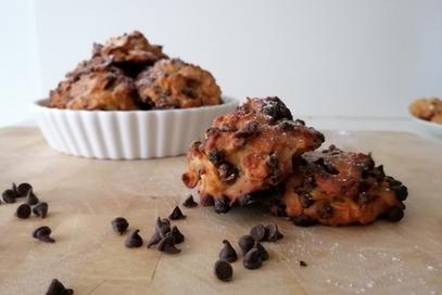 Biscotti vegani banana, cornflakes e cioccolato