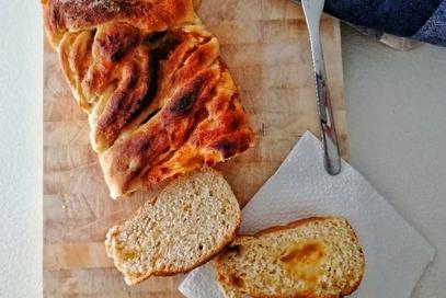 Treccia di pan brioche vegano e composta di arance
