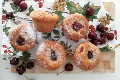Muffin allo yogurt, vaniglia e ciliegie