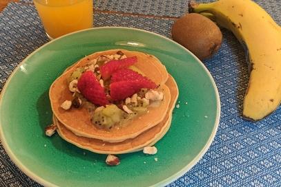 Pancake alla banana senza lievito e coulis di kiwi